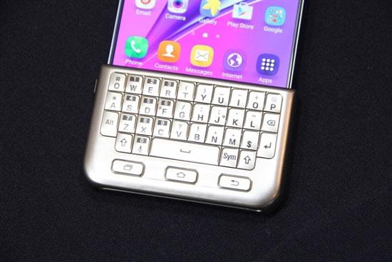 三星手机键盘_三星推出全键盘智能手机