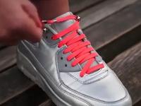 单手就能系鞋带 懒癌患者的福音