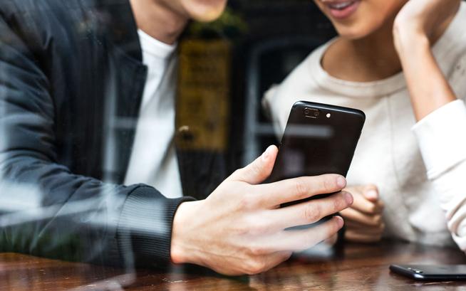 一加手机5海外亮相:8+128配置良心 国内售价成最终悬念的照片 - 14