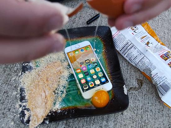 油炸iPhone 8更入味?看它能在油锅里待多久电池才膨胀