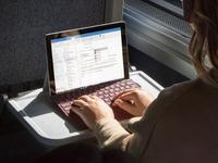 挑战iPad 2018?微软Surface Go教育平板:约2636元起